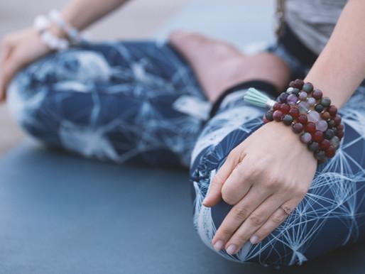 Chakra-yoga i terapi-sessioner.