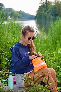 Kit de survie orange randonnée flavie.jpg