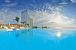 Der Infinity Pool vom International Hotel am Goldstrand