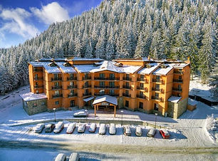 Luftaufnhme vom Hotel im Gebirge
