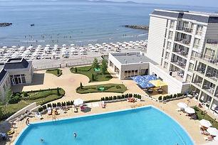 Aussicht über den Hotelpool und Strand von Pomorie