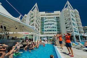 Hotel mit Poolbar