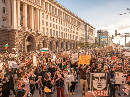 Tausende Demonstranten fordern Rücktritt der Regierung