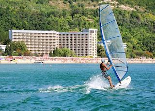 Surfen in Albena, Bulgarien.jpg