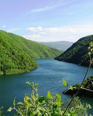Fluss durch die Natur in Bulgarien