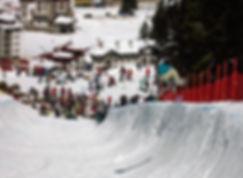Snowboard Halfpipe Contest im Schnee