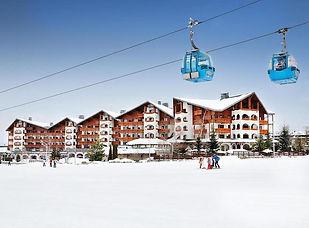 Hotel und Liftanlage im Skigebiet Bansko
