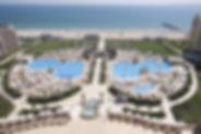 Hotelausblick auf Pools, Strand und Meer