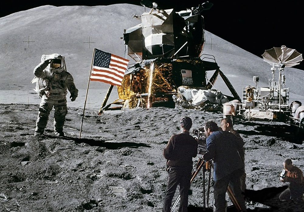 Stanley Kubrick Filming on the Set of the Fake Moon Landing (Credit: OZY)