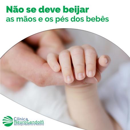 Não se deve beijar as mãos e pés dos bebês!