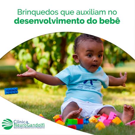 Brinquedos que auxiliam o desenvolvimento do bebê