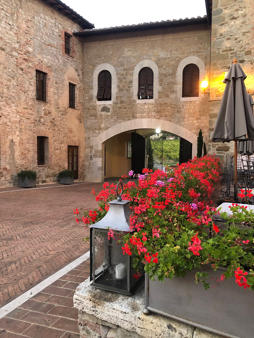 Hotel in Tuscany with a beautiful spa and surrounded by vineyards.