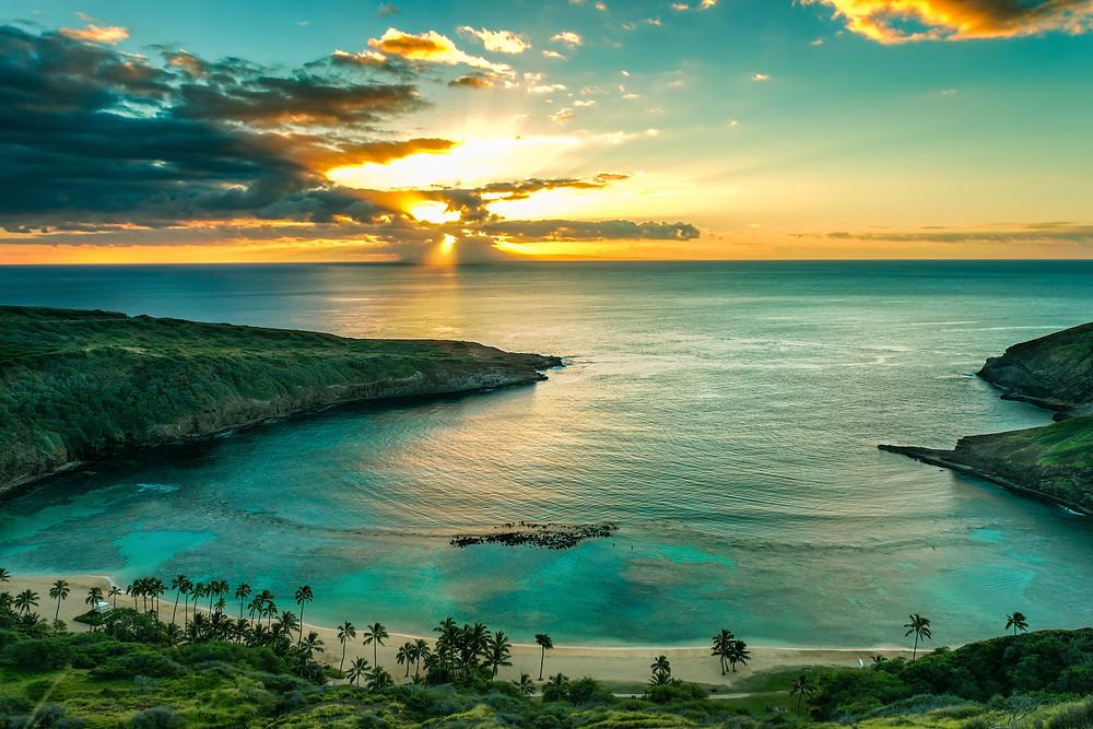 Spectacular sunset on Hanauma Bay, Oahu, HI
