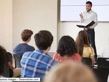 هل يُسمح للمعلم أن يقول ما يشاء؟