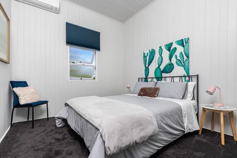 Queen Bed 2 bedroom apartment