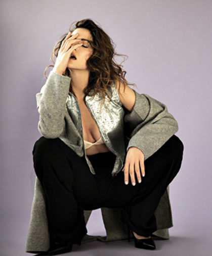 H&M:מכנסיים: דיסקוורד לפקטורי 54 | מעיל ונעליים: זארה| וסט: חגית טסה | חזייה