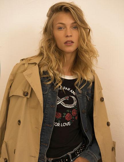 מעיל טרנץ': זיפ | חולצה: תמנון | ג'ינס: אוסף פרטי | חגורה: איזבל מארה לבוטיק אמור | LEE :ז'קט ג'ינס