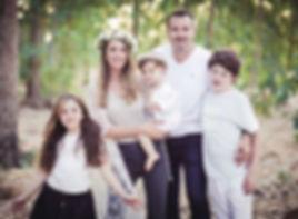 מלי לוי עם המשפחה - צילום: אניסטגרם