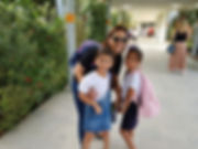 גילה גמליאל עם בנותיה תהל ויעל.jpg