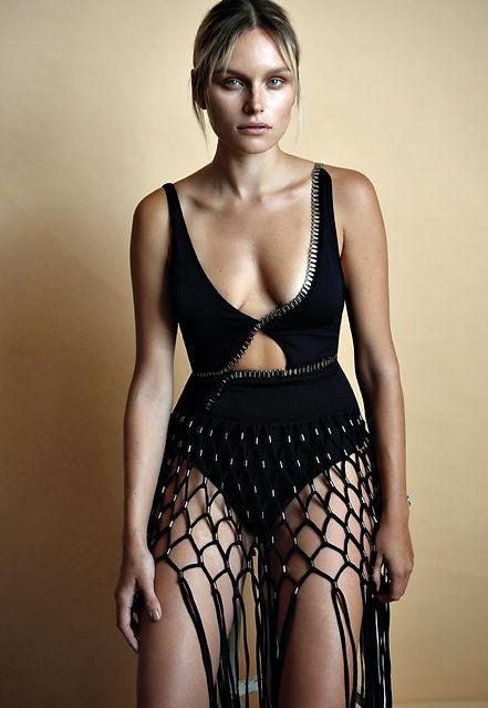 בגד ים וחצאית: אגת