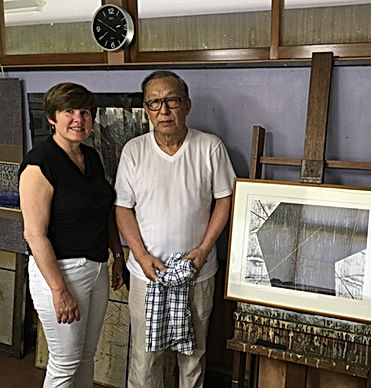 photograph of contemporary Japanese print dealer Allison Tolman of The Tolman Collection of New York with artist HASEGAWA Yuichi
