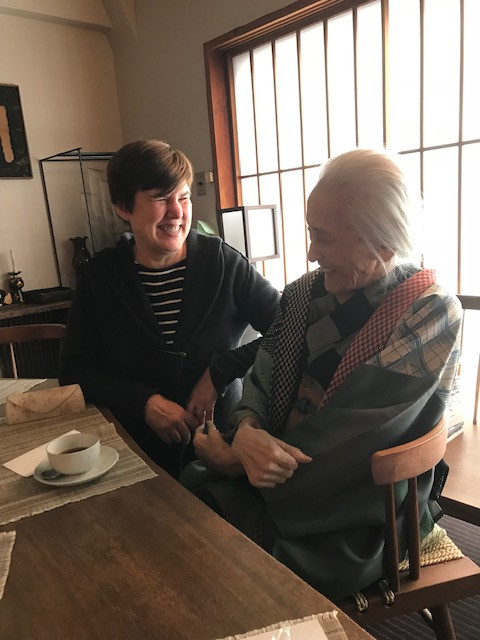 a photograph of legendary painter and lithographer SHINODA Toko giggling with her friend, Japanese contemporary print dealer of The Tolman Collection of New York, Allison Tolman