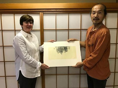 photograph of contemporary Japanese print dealer Allison Tolman of The Tolman Collection of New York with artist FUDEZUKA, Toshihisa