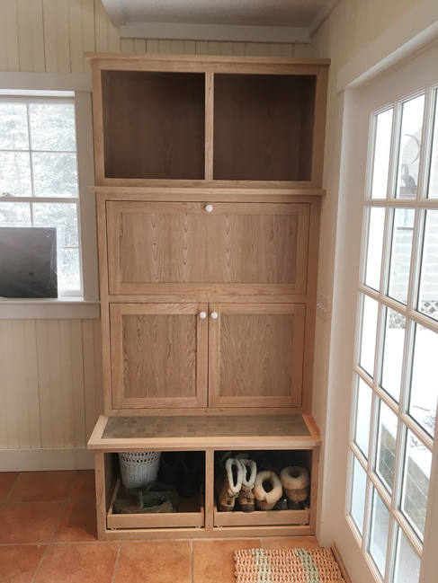 JK-custom-woodworking-maine-entryway-cab