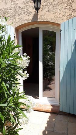 Porte_fenêtre_PVC_cintrée_vue_exterieure