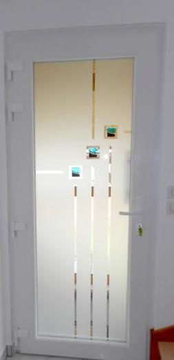Motif transparent et inserts bleus