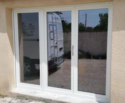 Porte_fenêtre_PVC_trois_vantaux_dont_un_