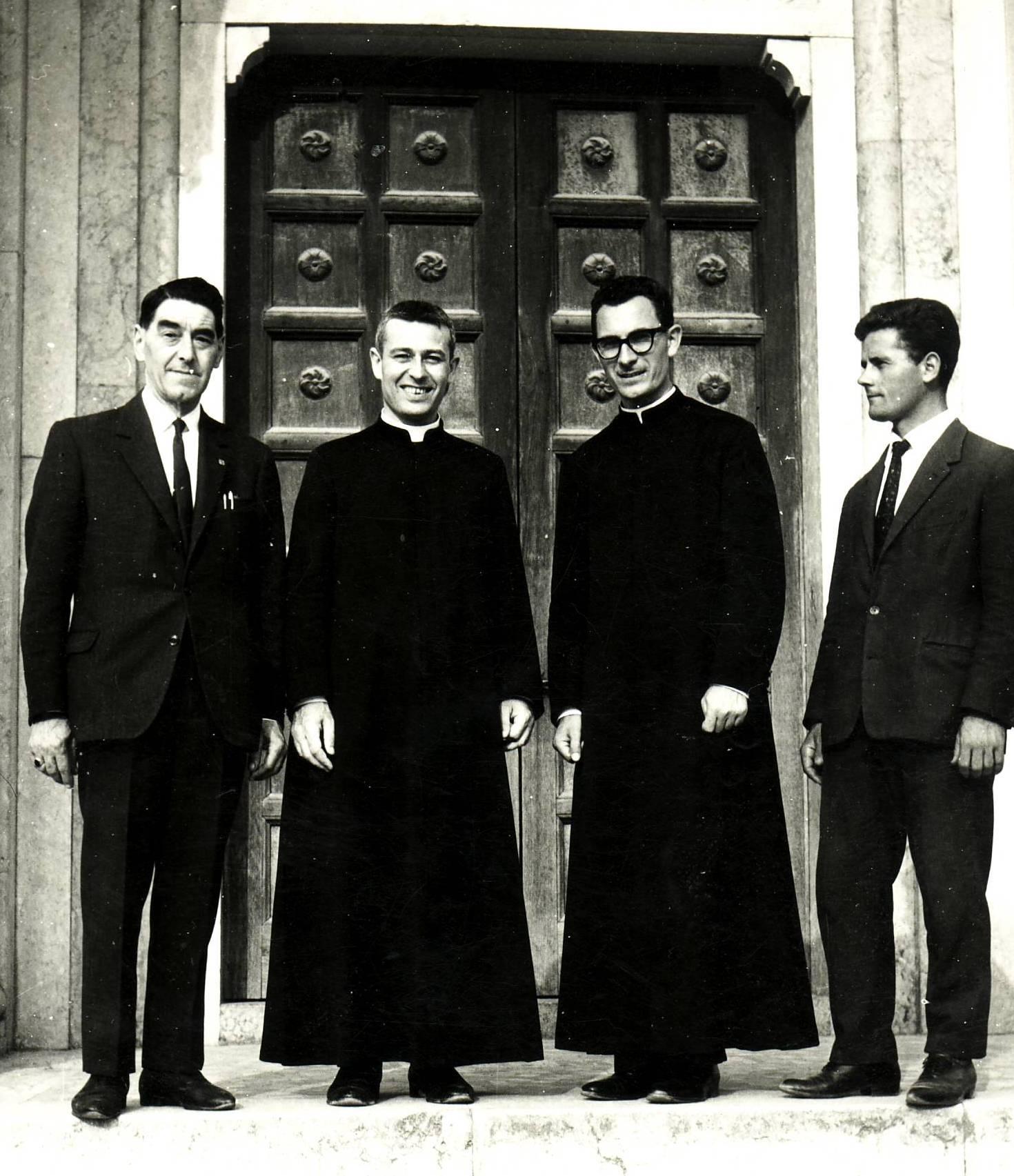 Padre Luis e amigos seminaristas