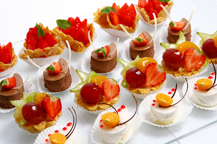 DM Cuisine Assorted Dessert Tray