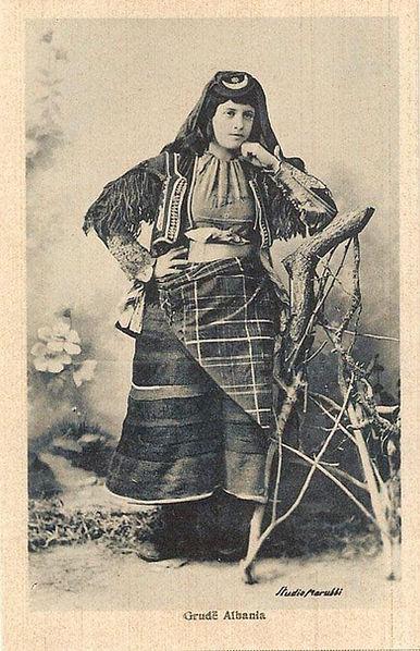 Grua-Shqiptare-hena-hyll-Z2.jpg