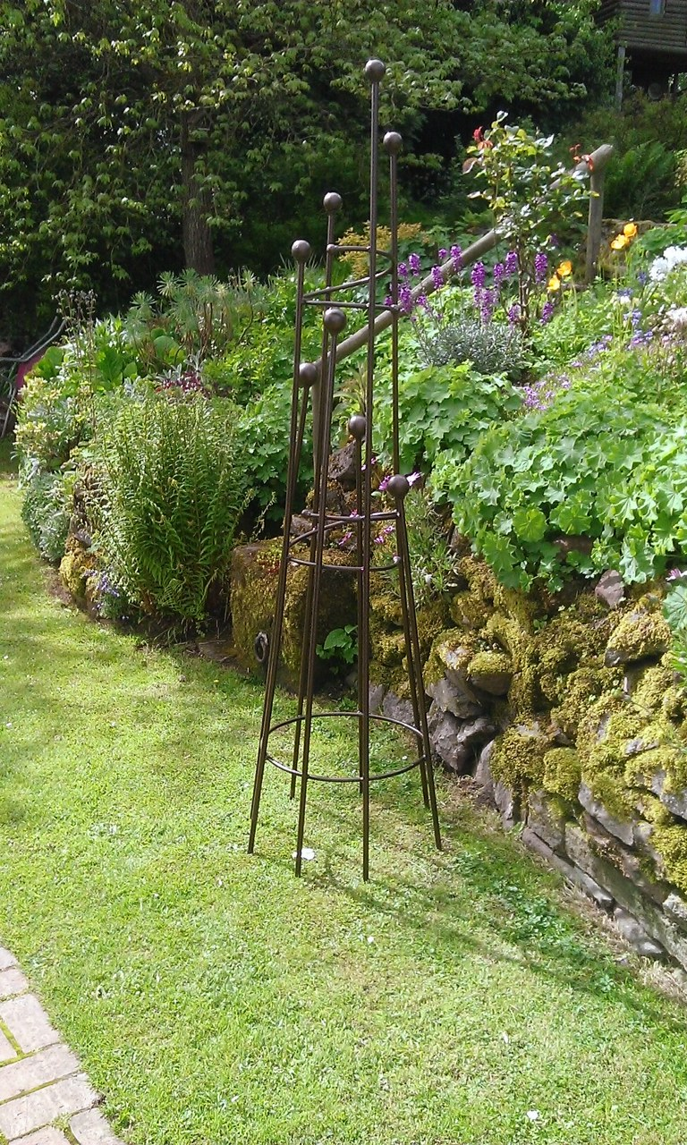 Garden Essentials - 7ft Obelisk