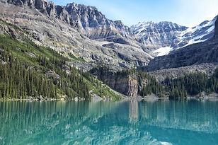 El agua del lago del paisaje
