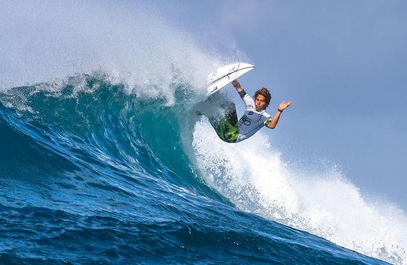 SEBASTIAN WILLIAMS SACUDIÓ EL TABLERO DEL SURF WEB SERIES
