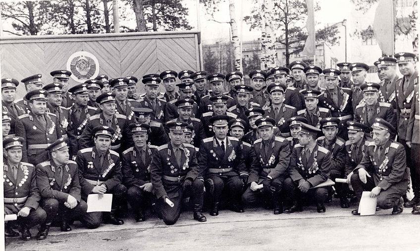 Среди офицеров дивизии.jpg