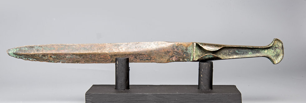 Good-sized Iron-age weaponry bronze short-sword