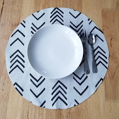 Set of 4 | Ivory & Black Round Mudcloth Sickle Print Placemats