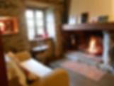 Vous vous sentirez bien devant la cheminée du gîte le Castillonnais en hiver