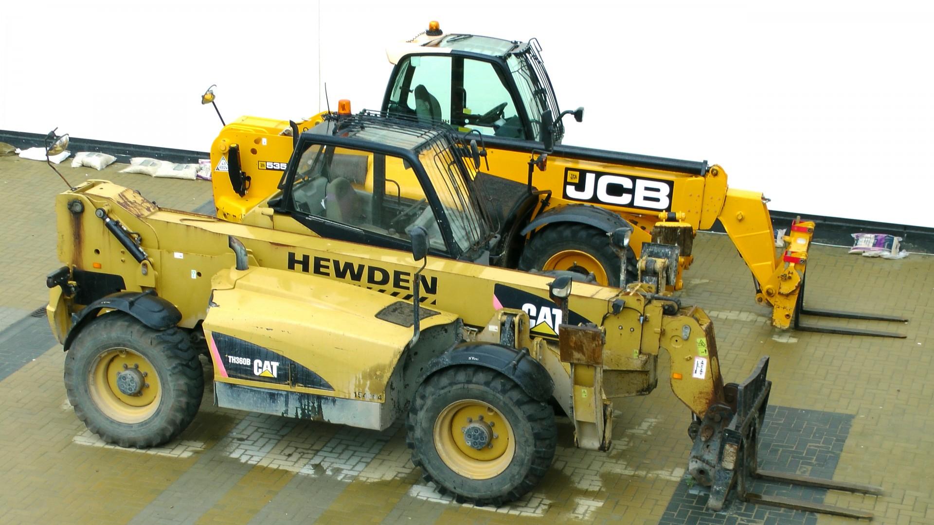 2-jcb-forklift-trucks