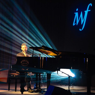IWF16-Conference-Photography-Israels-contemporary-rock-pianist-and-singer-Shlomi-Shaban.jp