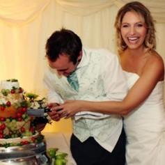weddingcakecouple.jpg