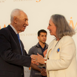 Conference-Photography-The-Hon-Shimon-Peres-with-IWF-President-Teresa-V-F-Weintraub-IWF-Wo