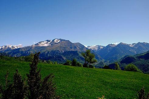 mountain-1763714_960_720_edited.jpg