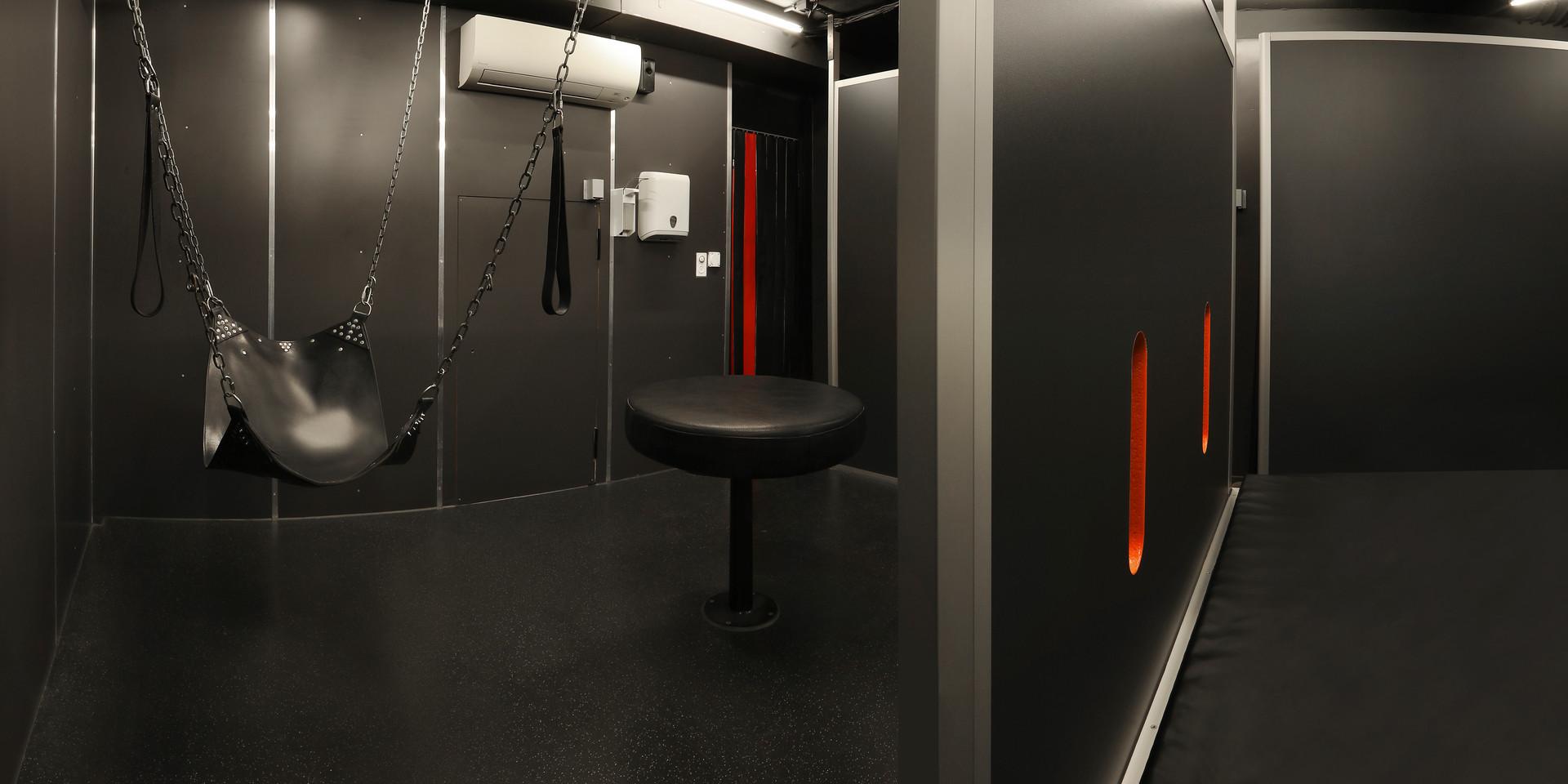 gay-sauna-renos-relax-club-playroom