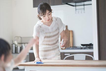 キッチンなどは、食品への配慮しながら汚れ除去。
