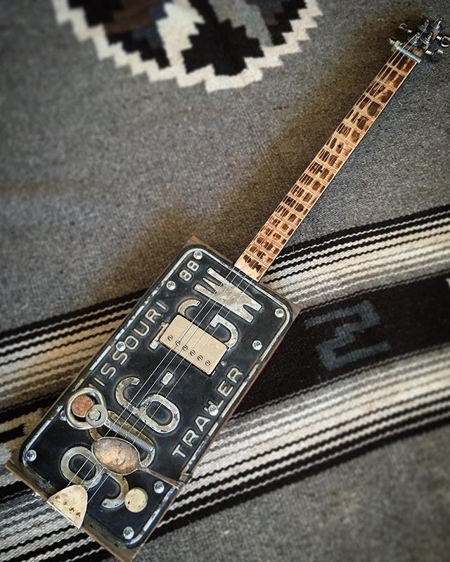 Nashville's own _dakotabradley's second guitar is finished..