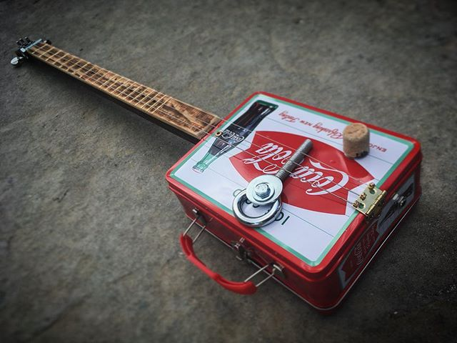 Finally finished up on a lunch box 3 string I've been working on for a good -and very patient- frien